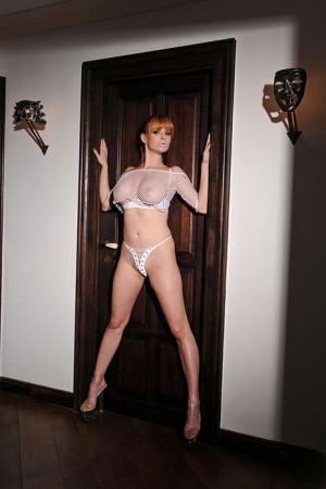MILF babe Tarra White pleasing her cunt with fetish toys