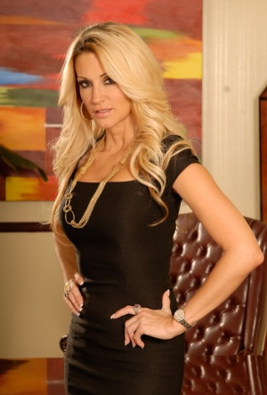 Gorgeous MILF babe with a tight booty Jessica Drake takes off panties