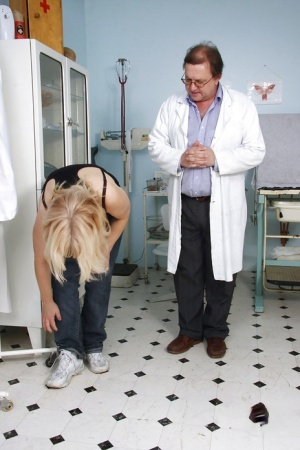 Mature fatty gets her cunt spread amp violated while visiting the gyno 14219745