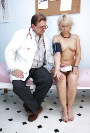 Mature blonde with tiny tits gets her twat examed and toyed by gyno 18246598