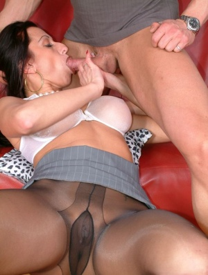 Lascivious mature fetish lady in pantyhose gets shagged hardcore