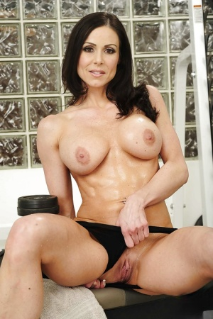 Sporty MILF Kendra Lust uncovering her gorgeous curves in the gym