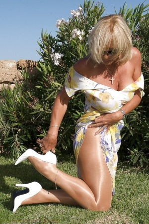 Bosomy mature lassie in pantyhose stripping and teasing her pussy outdoor