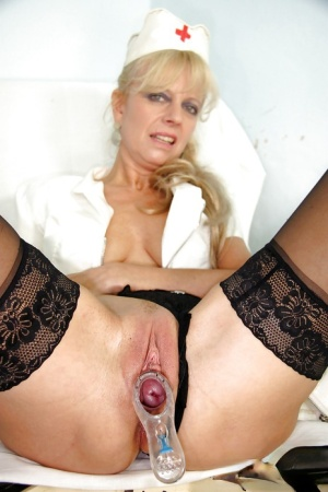 Blonde mature nurse stuffing her cunt with a dildo and a speculum 61537860