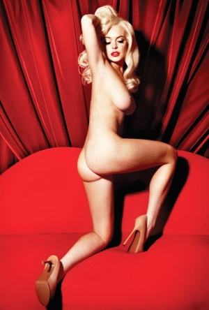 Glamourous babe Lindsay Lohan demonstrating her gorgeous curves
