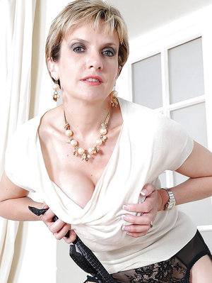 Mature fetish lady on high heels spends some good time with her male pet