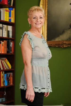 Smiley short-haired granny with ample ass gets rid of her clothes 47004351